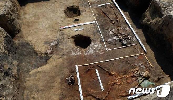 기병자세로 묻힌 여전사 (러시아RAS) © 뉴스1