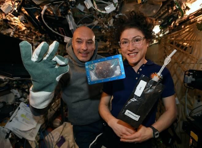 ISS에서 처음으로 구워진 쿠키
