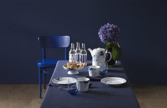 덴마크 왕실 도자기 브랜드 '로얄코펜하겐'은 로얄 블루를 주조색으로한 도자기를 생산한다. [사진 로얄코펜하겐]