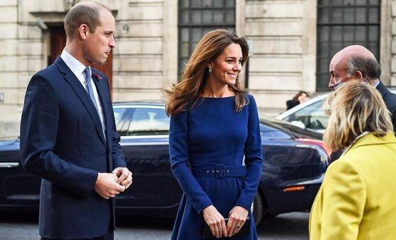 영국 왕세손빈 케이트 미들턴은 로얄 블루 컬러의 드레스를 즐겨 입는다. [사진 영국 왕실 공식 인스타그램]