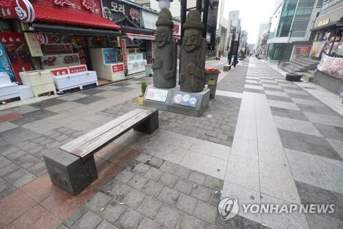 한산한 모습의 제주 누웨마루 거리 [연합뉴스 자료사진]
