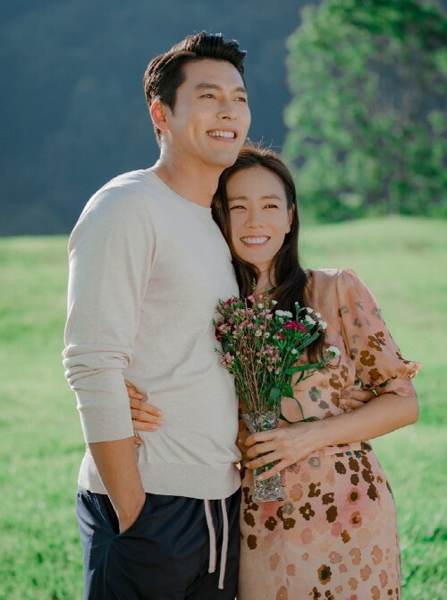 tvN '사랑의 불시착'이 지난 16일 종영한 가운데 촬영 비하인드 컷이 공개됐다 /사진제공=tvN