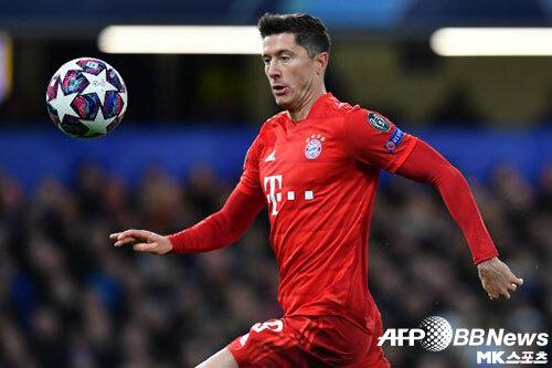 바이에른 뮌헨의 로베르트 레반도프스키는 11골로 2019-20시즌 UEFA 챔피언스리그 득점 부문 단독 선두에 올라있다. 사진(英 런던)=ⓒAFPBBNews = News1