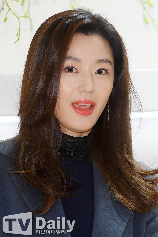 킹덤 시즌2 넷플릭스 주지훈 배두나 류승룡 김은희 직가 전지현 킹덤 시즌3