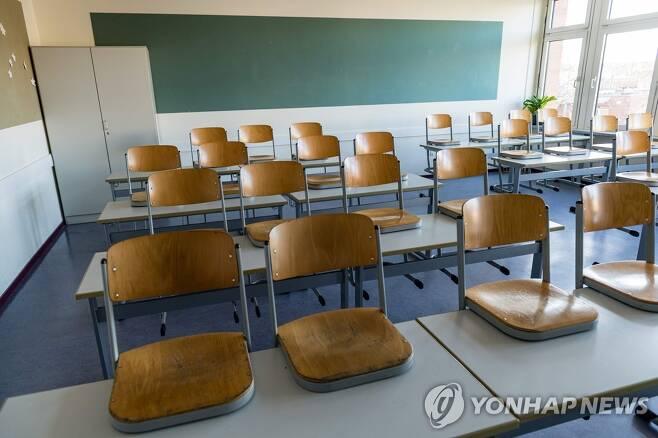 독일 할레의 텅 빈 고등학교 교실 [AFP=연합뉴스]