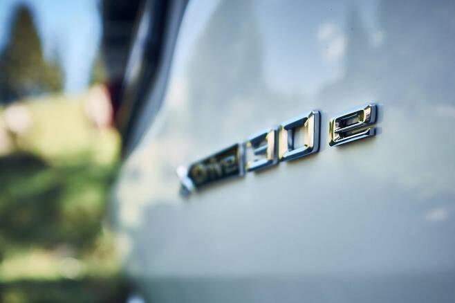 BMW 뉴 X3 xDrive30e 엠블럼.
