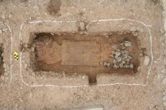 2009년 말갑옷이 출토된 경주 쪽샘 귀족무덤. 신라 기마장수의 위용을 엿볼 수 있다.|국립경주문화재연구소 제공