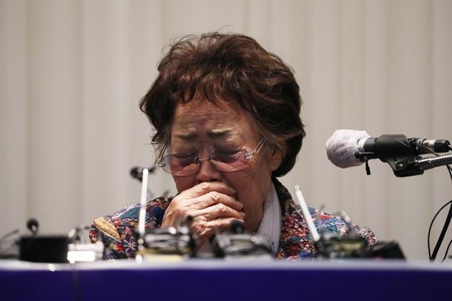 일본군 위안부 피해자 이용수 할머니가 25일 대구 인터불고호텔에서 기자회견을 하고 있다. [뉴시스]
