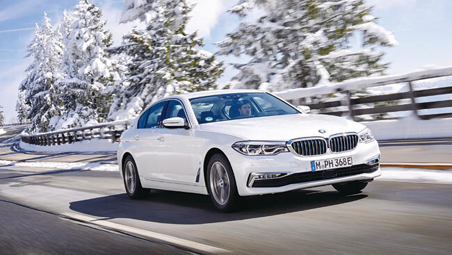 BMW 530e M 스포츠 패키지는 전기 모터만으로 시속 140㎞까지 속도를 높일 수 있다. 사진 BMW