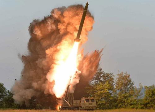 북한의 초대형방사포가 가상 표적을 향해 발사되고 있다. 세계일보 자료사진