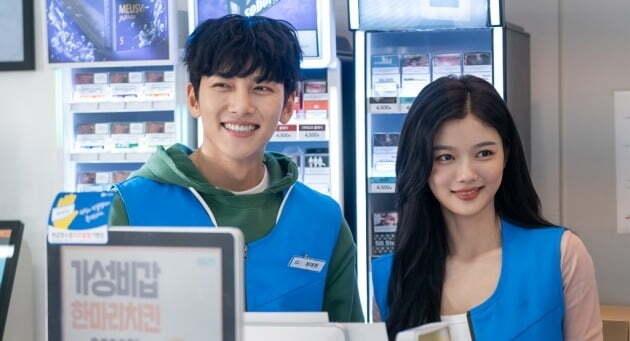 '더 킹' 종영으로 첫 방송을 미루게 된 '편의점 샛별이' 스틸컷/ 사진=SBS 제공