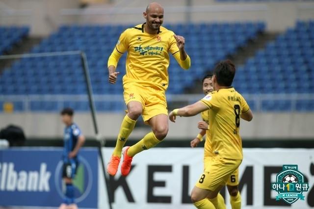 [서울=뉴시스] 지난해 K리그2(2부리그) 득점왕 펠리페가 3경기 연속골을 터트리며 프로축구 광주FC의 3연승을 이끌었다. (제공=프로축구연맹)