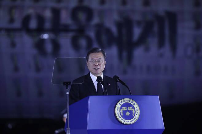 문재인 대통령이 25일 서울공항에서 열린 6·25전쟁 70주년 행사에서 기념사를 하고 있다. 연합뉴스