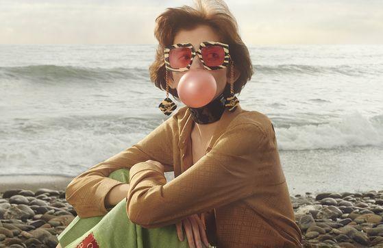 이탈리아 패션 브랜드 '구찌'가 올여름 온라인 전용 상품으로 내놓은 새로운 아이웨어 광고 캠페인. 사진 촬영은 사진작가 마크 펙메지안이 맡았다. 사진 구찌