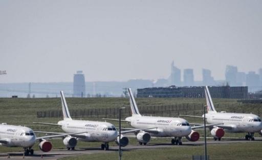 프랑스 수도 파리의 오를리 공항에코로나19 사태에 따른 관광객 급감으로 멈춰 선 비행기들이가득하다. 연합뉴스