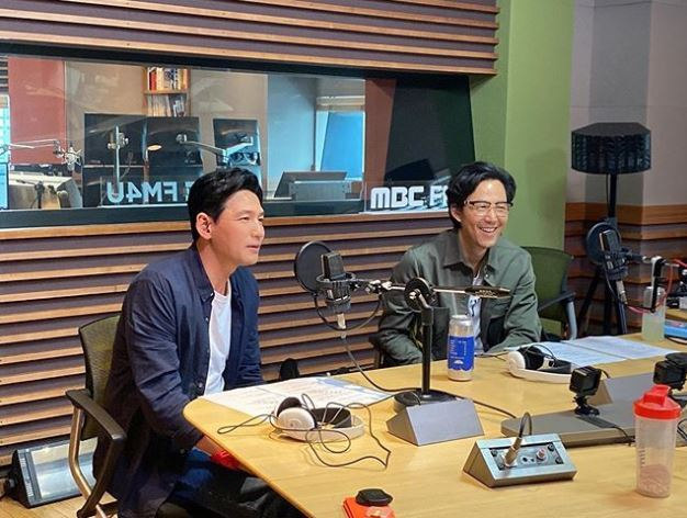 황정민 이정재 / 사진=정오의 희망곡 공식 인스타그램