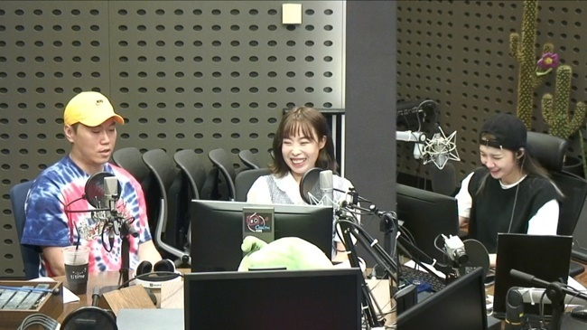 왼쪽부터 송진우, 오나미, DJ 정은지