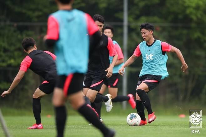 ▲ 훈련하는 김정수호, 공격수 홍시후(오른쪽) ⓒ대한축구협회