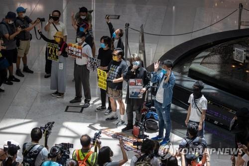 보안법 통과 성토하는 홍콩 민주화 시위대 [EPA=연합뉴스]
