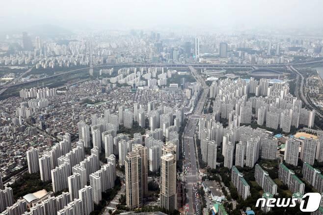 서울 송파구 잠실동과 강남구 삼성동, 대치동 모습. 2020.6.23/뉴스1 © News1 이광호 기자