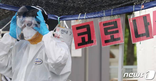 신종 코로나바이러스 감염증(코로나19) 의료진. 2020.7.1/뉴스1 © News1 김기태 기자