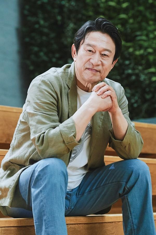 배우 김응수는 곽철용-이만식이 인기를 얻으며 젊은이들과 소통하게 된 데 대한 기쁨을 드러냈다. 제공|MBC