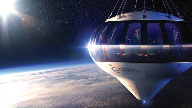 고도 30km 상공에서 일출을 구경하는 성층권 여행객들 상상도. 스페이스 퍼스펙티브 제공