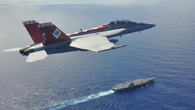 지난 2019년 촬영된 이번에 공개된 사진 속 함재기와 같은 제102전투공격비행대대 소속 F/A-18F 함재기의 모습. 제5항공모함 타격전대 제공