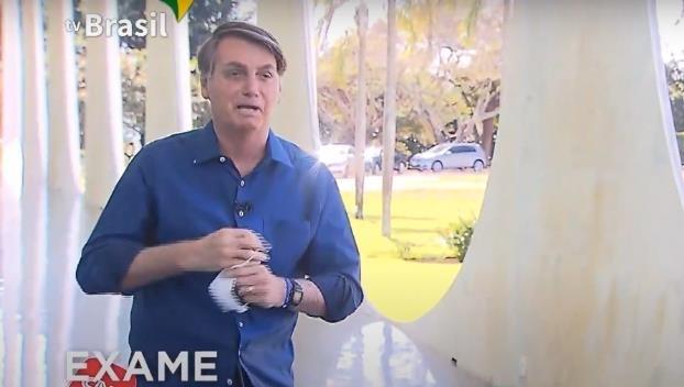기자회견 도중 마스크 벗은 브라질 대통령 브라질 언론협회는 코로나19 검사 결과 양성판정을 받은 사실을 공개하는 기자회견을 하면서 마스크를 벗은 보우소나루 대통령을 연방대법원에 고발하겠다고 밝혔다. [국영 TV 브라질]