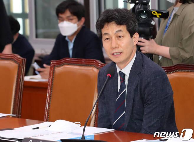 윤건영 더불어민주당 의원. 2020.6.16/뉴스1 © News1 박세연 기자