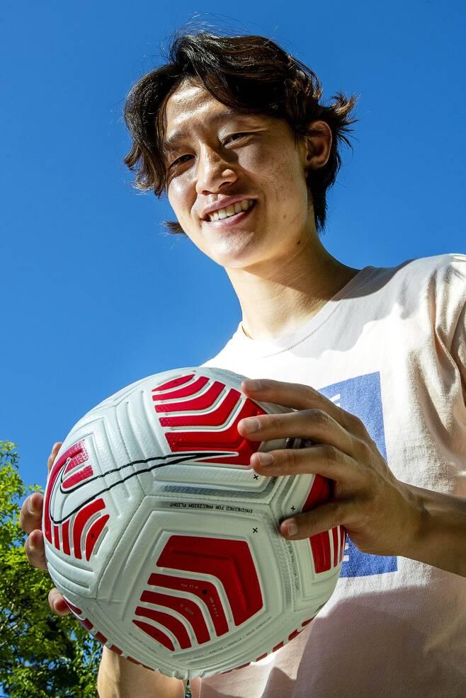 독일프로축구 시즌을 마치고 귀국해 2주간 자가격리를 마친 이재성. 15일 미용실을 다녀온 그는 긴머리를 유지한채 웨이브를 넣었다. 장진영 기자