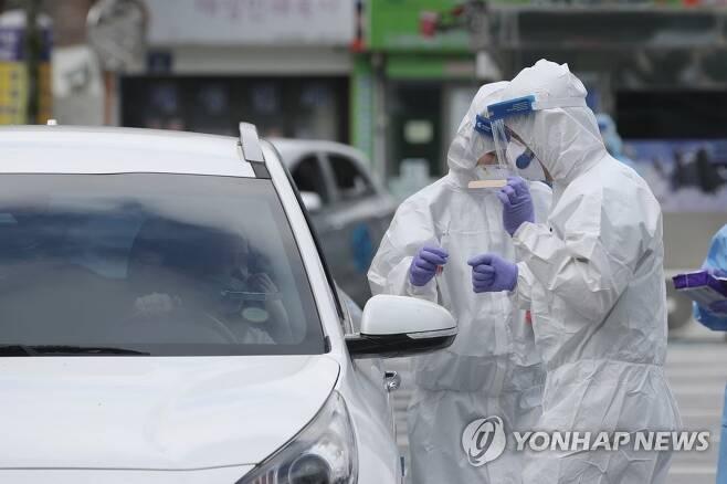 코로나19 진단검사 [연합뉴스 자료사진]