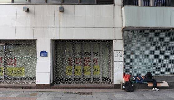 임대문의가 적힌 상가. 연합뉴스