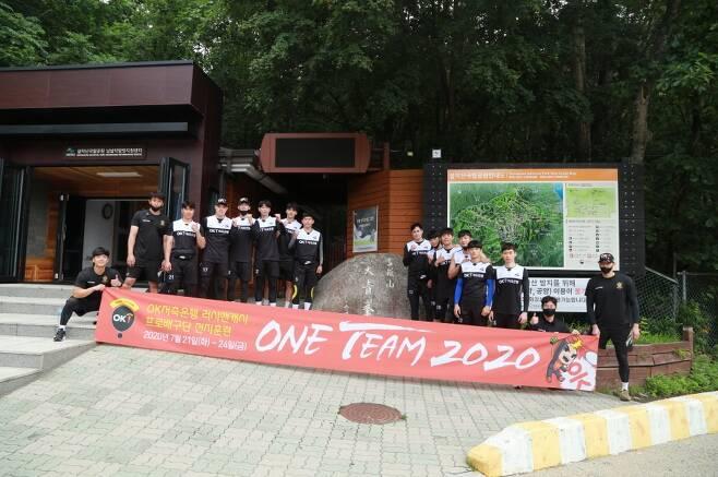 2020 하계 전지훈련 기념사진 찍은 OK저축은행 선수단 [OK저축은행 배구단 제공. 재판매 및 DB 금지]