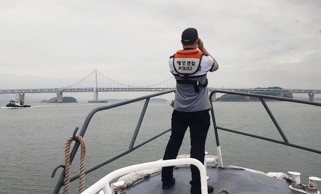 실종자 수색하는 해경 [인천해양경찰서 제공. 재판매 및 DB 금지]