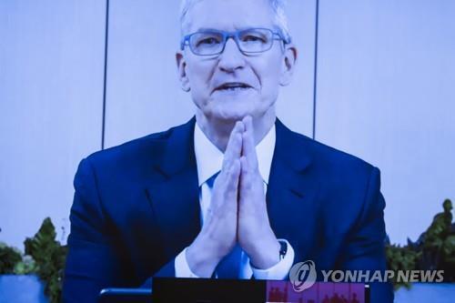 팀 쿡 애플 CEO가 29일(현지시간) 열린 미 하원 반독점 청문회에 온라인으로 증인 출석해 발언하고 있다. [UPI=연합뉴스]