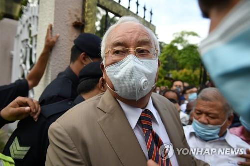 말레이 나집 전 총리 부패스캔들로 징역 12년…더 큰 재판 남아 [AFP=연합뉴스]
