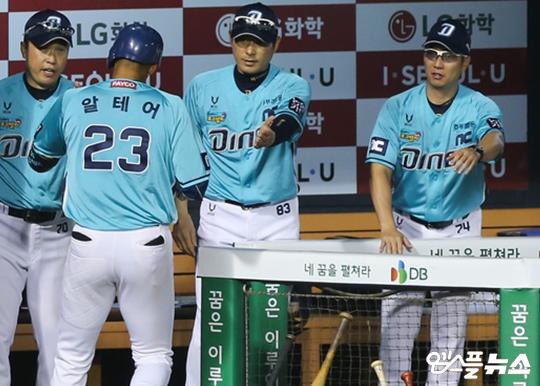 이동욱 감독은 1위를 달리고 있지만 결코 경계를 늦추지 않는다(사진=엠스플뉴스 김도형 기자)
