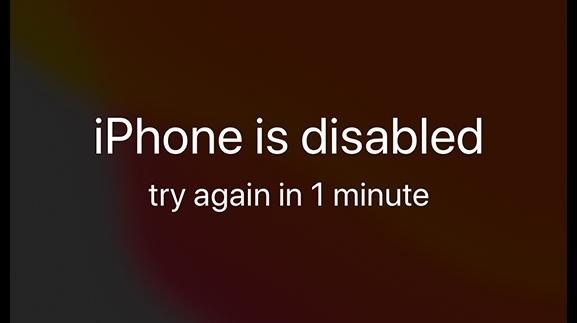 아이폰에서 비밀번호를 반복해서 틀리면 나오는 안내 문구. 되풀이 될 수록 재시도 시간이 길어진다. /사진=애플