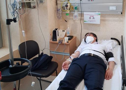 정진웅 부장검사가 종합병원 응급실에서 치료받고 있다며 공개한 사진.