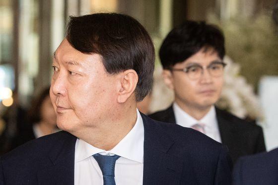 윤석열 검찰총장(왼쪽)과 한동훈 검사장. [뉴스1]