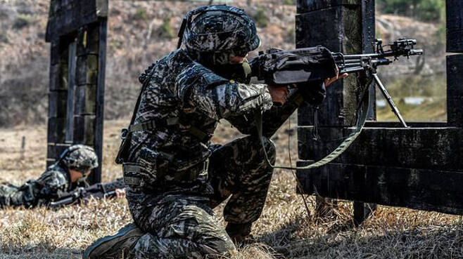 중대 전술훈련을 하고 있는 해병대 2사단 장병들