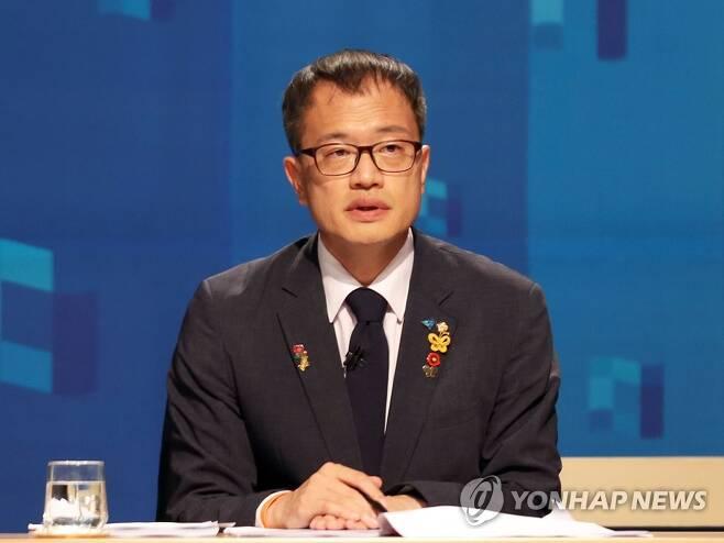 박주민 후보 방송 토론 더불어민주당 당 대표 선거에 출마한 박주민 후보가 지난달 31일 부산MBC에서 부산·울산·경남 권역 방송토론회에 참석해 토론하고 있다. [연합뉴스 자료사진]