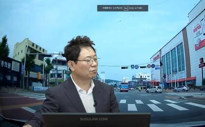 유튜브 방송 진행하는 한문철 변호사 [한문철TV 화면 캡처]