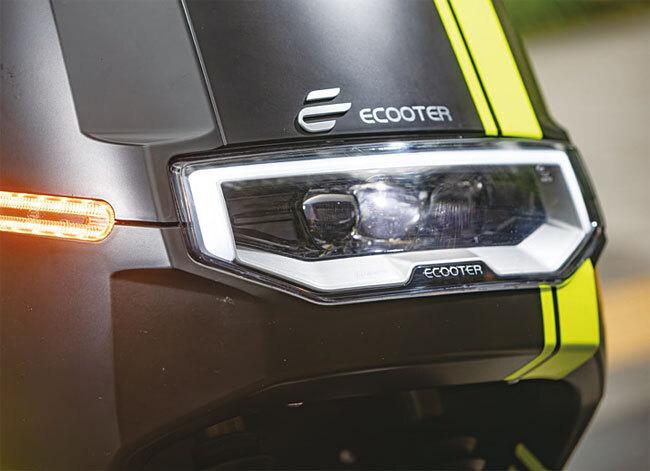 E2 듀얼은 리모컨 키로 도난경보기를 켜고 끌 수 있으며, 블루투스 연결을 통해 앱에서 전원을 켜고 끄거나 속도를 제어할 수 있다. 사진 양현용