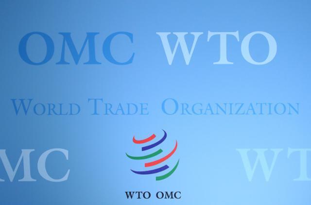 미국 측이 7월 29일 스위스 제네바에서 열린 분쟁해결기구 회의에서 일본의 수출규제와 관련해 세계무역기구(WTO)에 제소한 것과 관련, '일본의 수출규제는 안보 조치에 해당하므로 WTO의 심리 대상이 될 수 없다'는 취지의 발언을 한 것으로 확인됐다. 사진은 WTO 로고. 제네바=로이터 연합뉴스