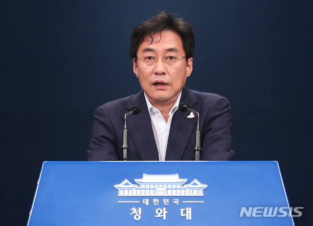 [서울=뉴시스]배훈식 기자 = 강민석 청와대 대변인