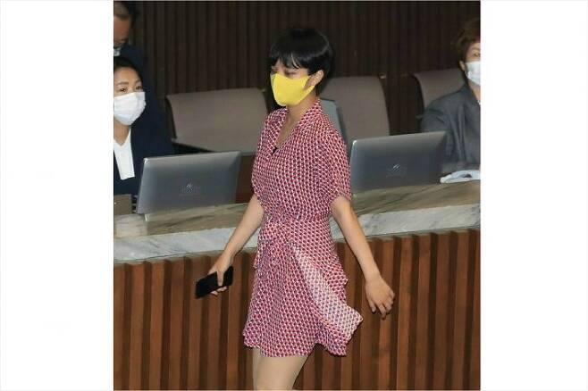 지난 4일 국회 본회의에서 '빨간 원피스'로 화제가 된 정의당 류호정 의원. (사진=연합뉴스)
