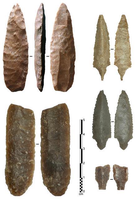 플루팅 포인트는 북미 원주민들이 돌로 화살촉이나 창을 만들 때 날의 가운데가 불룩하게 올라오도록 해 촉을 날카롭게 만드는 방식으로 최근 아랍 지역에서도 플루팅 포인트 양식을 가진 화살촉과 창이 발견됐다.프랑스 국립과학연구센터(CNRS) 제공