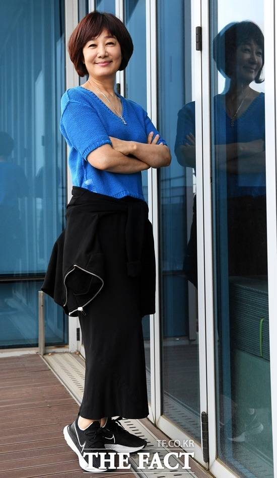 MBC 대신 KBS 라디오 간판 DJ로 변신. 김혜영은 이달 말 KBS 라디오로 옮겨서는 오후 2시대(2시~4시)로 시간대를 바꿔 청취자들을 만난다. /이효균 기자